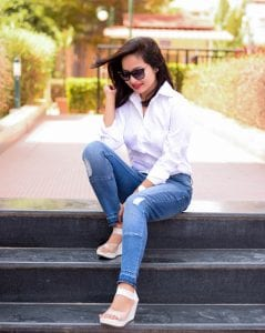 Picture of a girl wearing white shirt and blue jeans