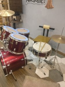 Picture of drum set in cafe fresska