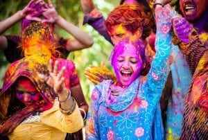 PICTURE OF A PERSON PLAYING HOLI